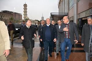 جولة لمحافظ القاهرة بوسط المدينة