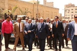 وزير التنمية المحلية ومحافظ القاهرة يتفقدان أعمال تطوير ساحة مسجد السيدة زينب